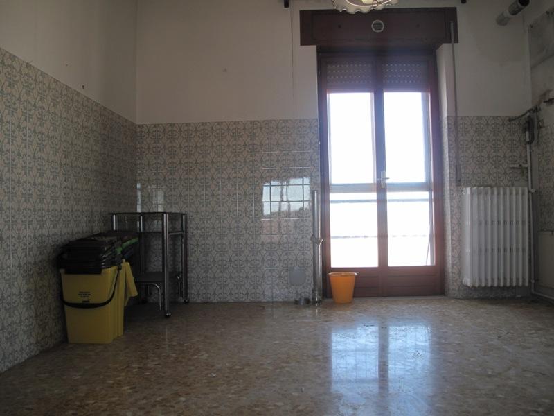 Vendita appartamento in condominio a laterza in via - Autorizzazione condominio per ampliamento piano casa ...