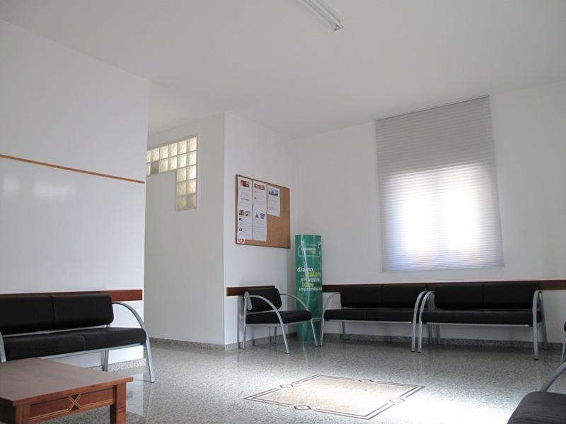 Ufficio Casa Aosta : Locazione uso ufficio a laterza in via duca d aosta mediterranea